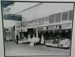 Foster in its heyday. Original architecture of Foster Plaza sans awning.
